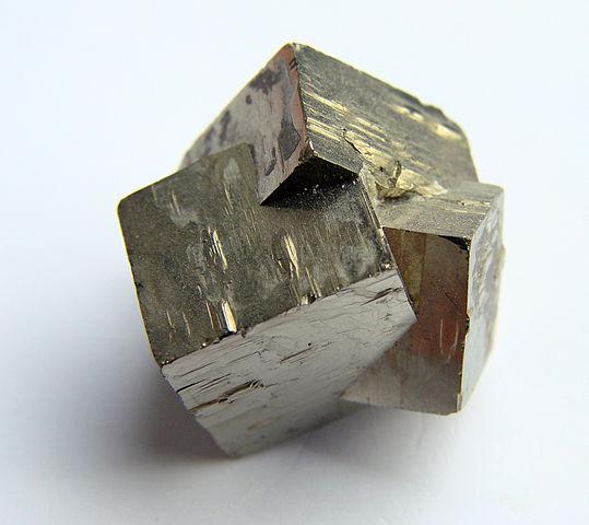 539px-Pyrite_60608