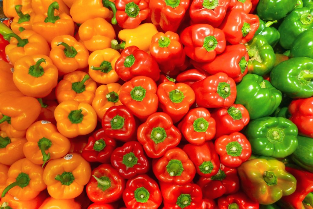 A large number of peppers